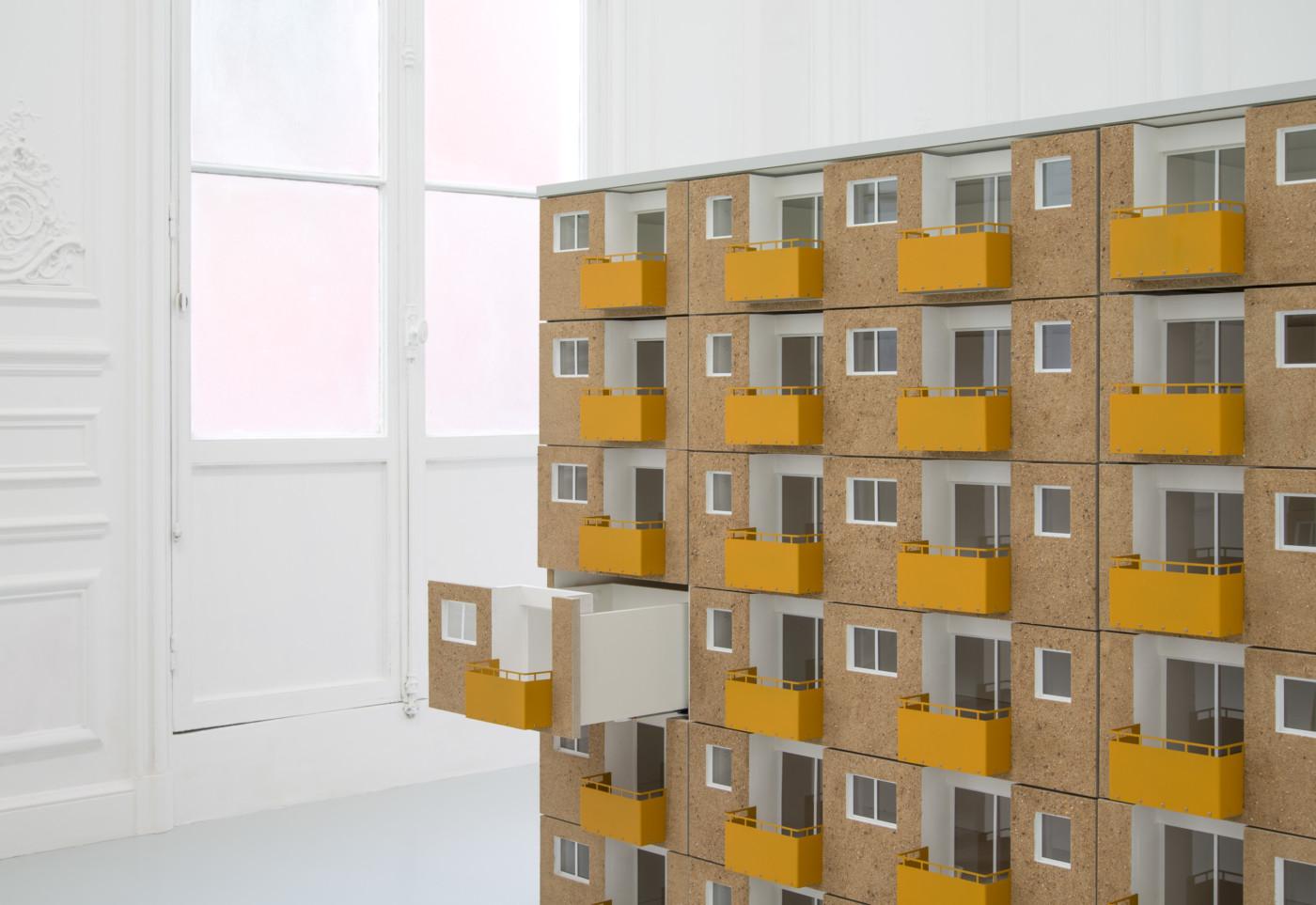 PENTTI MONKKONEN  Bâtiment B  (detail), 2017 Wood, resin, sand, steel, paint, acrylic glass, aluminum, tar, rubber, hardware 144 x 160,5 x 48,5 cm / 56.7 x 63.2 x 19.1 in  - High Art Gallery Paris