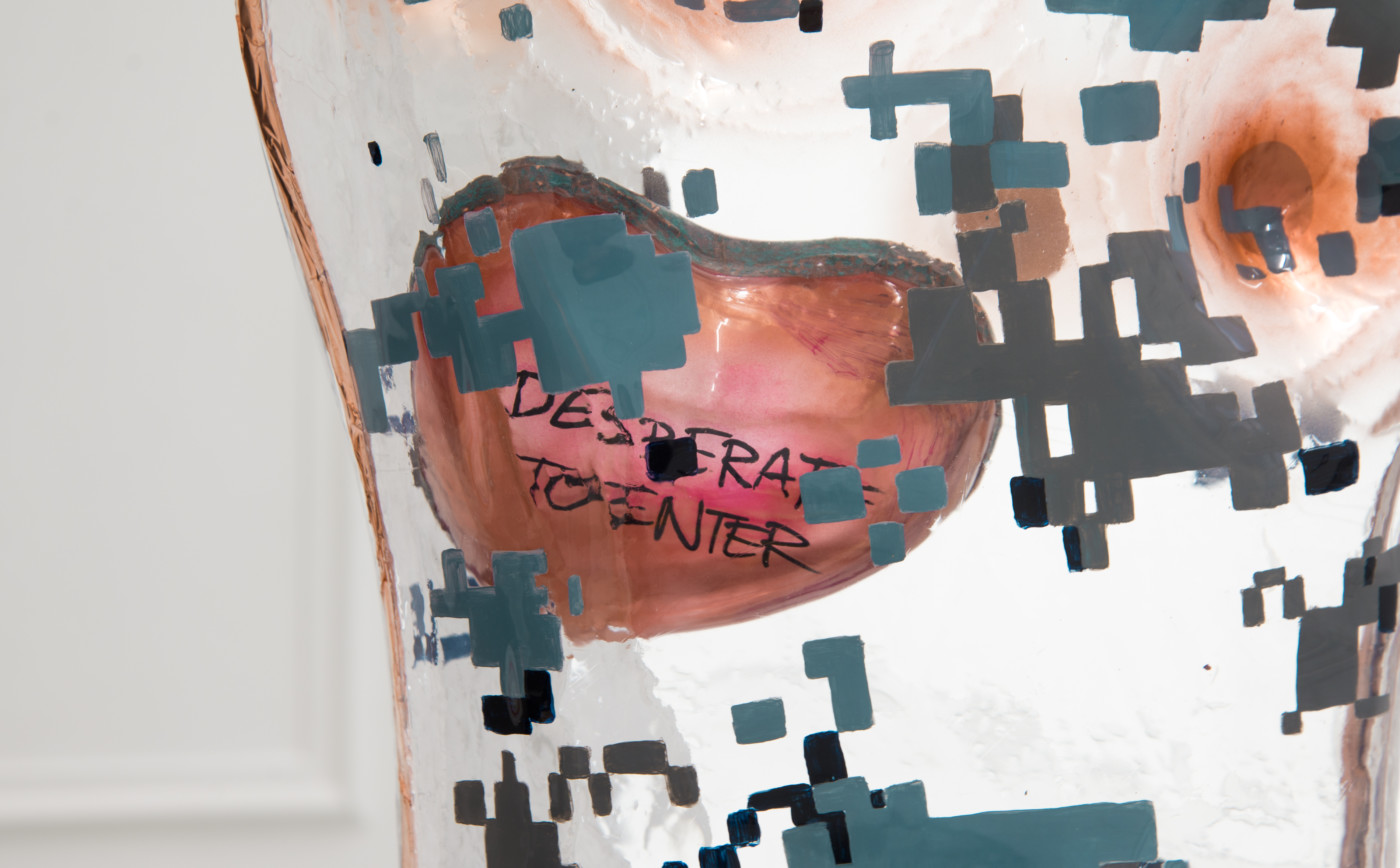 DEEPER THAN INSIDE Ragen Moss  Camo (with Heart)</I> (detail), 2018 Acrylic, polyethylene, copper, steel hardware 62,2 x 38,1 x 21,6 cm / 24.5 x 15 x 8.5 in Theodora Allen  Olga Balema  Adam Gordon  Tom Humphreys  Dawn Mellor  Ragen Moss  Rolf Nowotny  Benjamin Reiss  Dylan Vandenhoeck