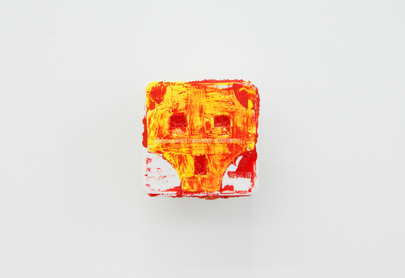 KEITH FARQUHAR  Scream #8</I>, 2019 Oil on travel adaptor 6 x 6 x 4,6 cm / 2.3 x 2.3 x 1.8 in