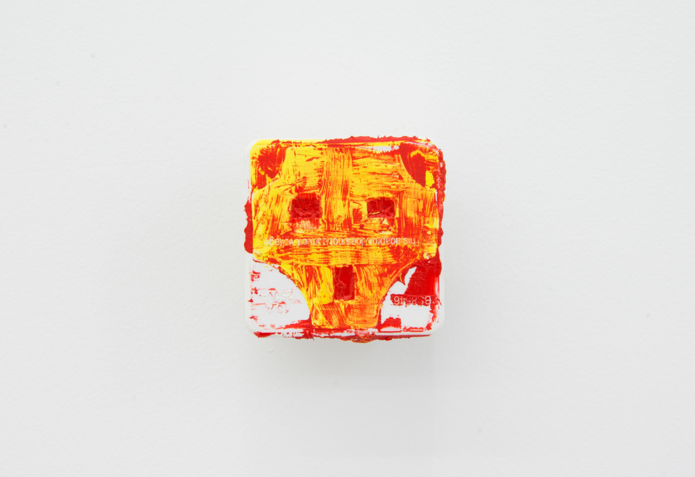 KEITH FARQUHAR  Scream #8 , 2019 Oil on travel adaptor 6 x 6 x 4 cm / 2.3 x 2.3 x 1.5 in - High Art Gallery Paris