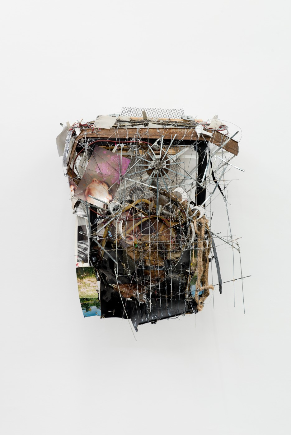 METROPOLITAN  Caracole</I>, 2015 Mixed media 62 x 49 x 31 cm / 24.4 x 19.3 x 12.2 in  ROBERT BITTENBENDER