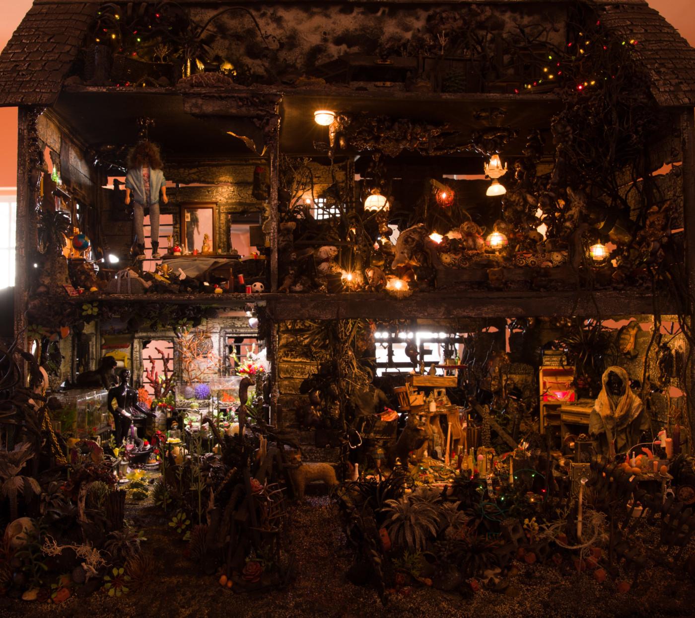 MAX HOOPER SCHNEIDER  Mommy   Me  (detail), 2018 Modified dollhouse, mixed media, miniature lighting system, custom metal base 256,5 x 96,5 x 81,2 cm / 101 x 38 x 32 in - High Art Gallery Paris