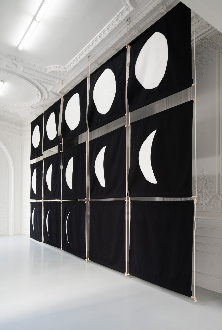 MÉLANIE MATRANGRA  Calendrier</I>, 2018 Thebes fabric, oil paint, rope, wood, steel Approx. 460 x 765 cm / 181.1 x 301.2 in