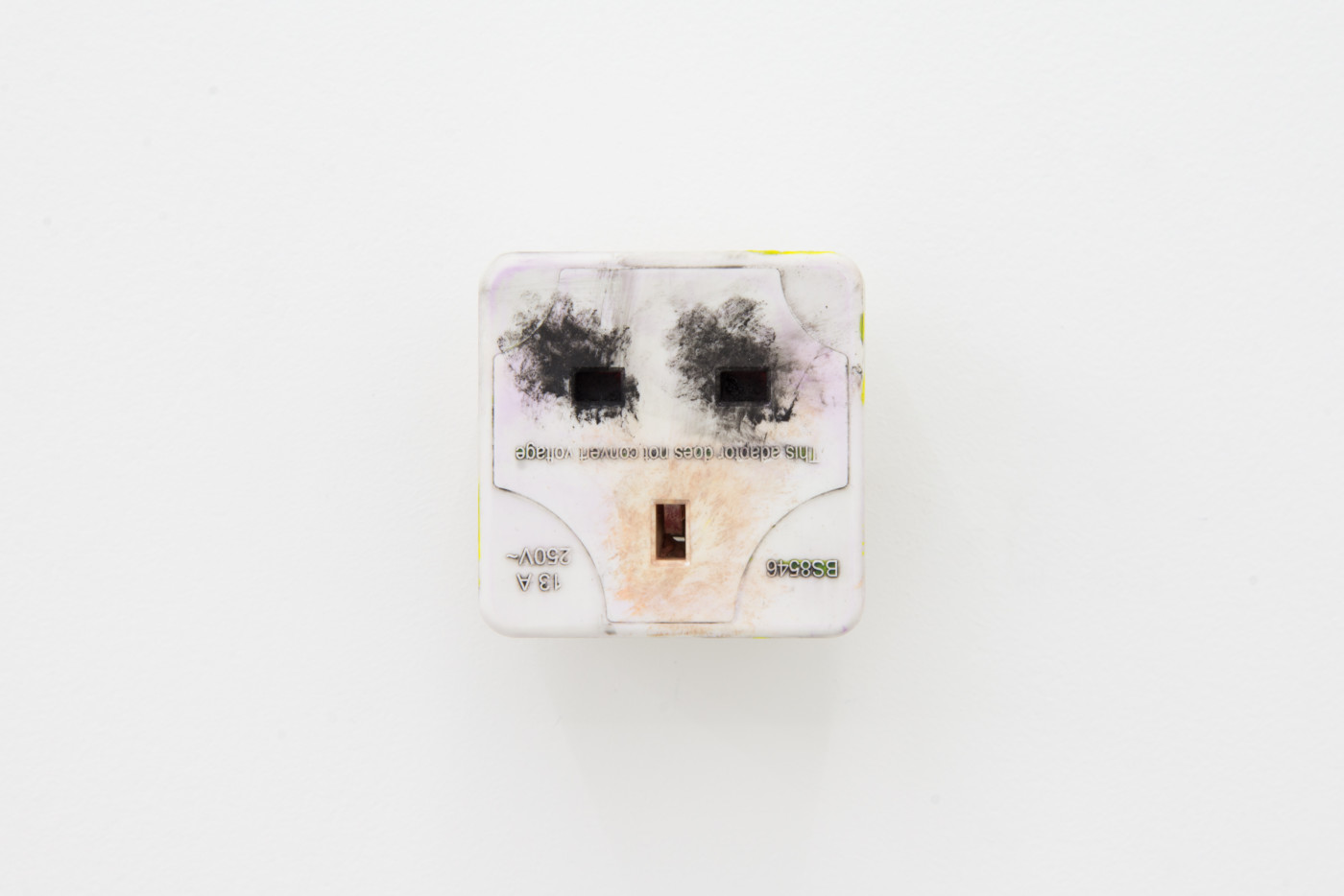 KEITH FARQUHAR  Scream #1</I>, 2019 Oil on travel adaptor 6 x 6 x 4,6 cm / 2.3 x 2.3 x 1.8 in