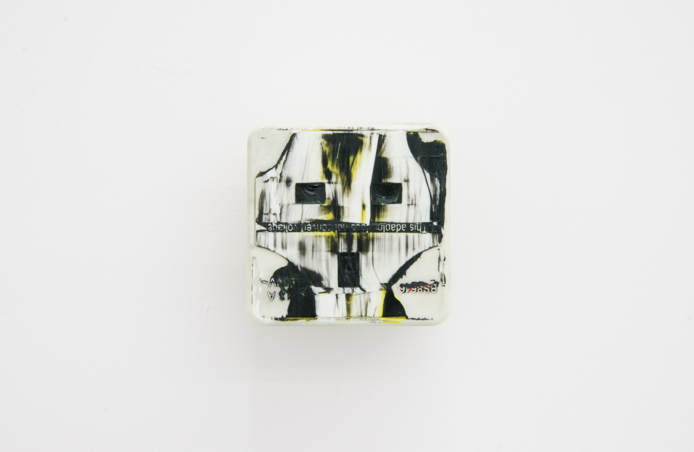 KEITH FARQUHAR  Scream #6</I>, 2019 Oil on travel adaptor 6 x 6 x 4,6 cm / 2.3 x 2.3 x 1.8 in