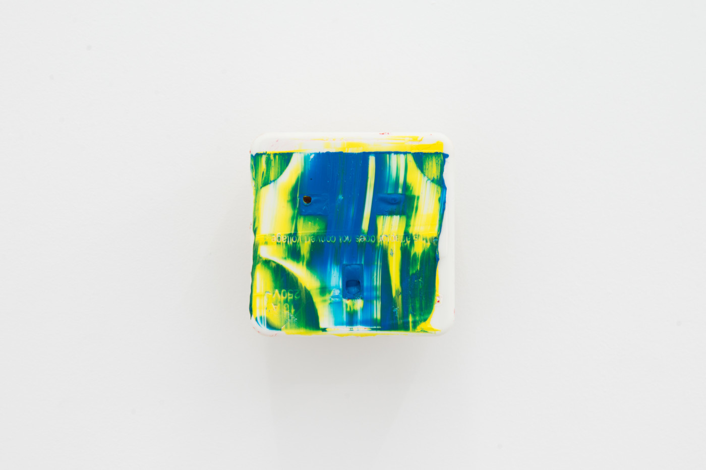 KEITH FARQUHAR  Scream #4</I>, 2019 Oil on travel adaptor 6 x 6 x 4,6 cm / 2.3 x 2.3 x 1.8 in