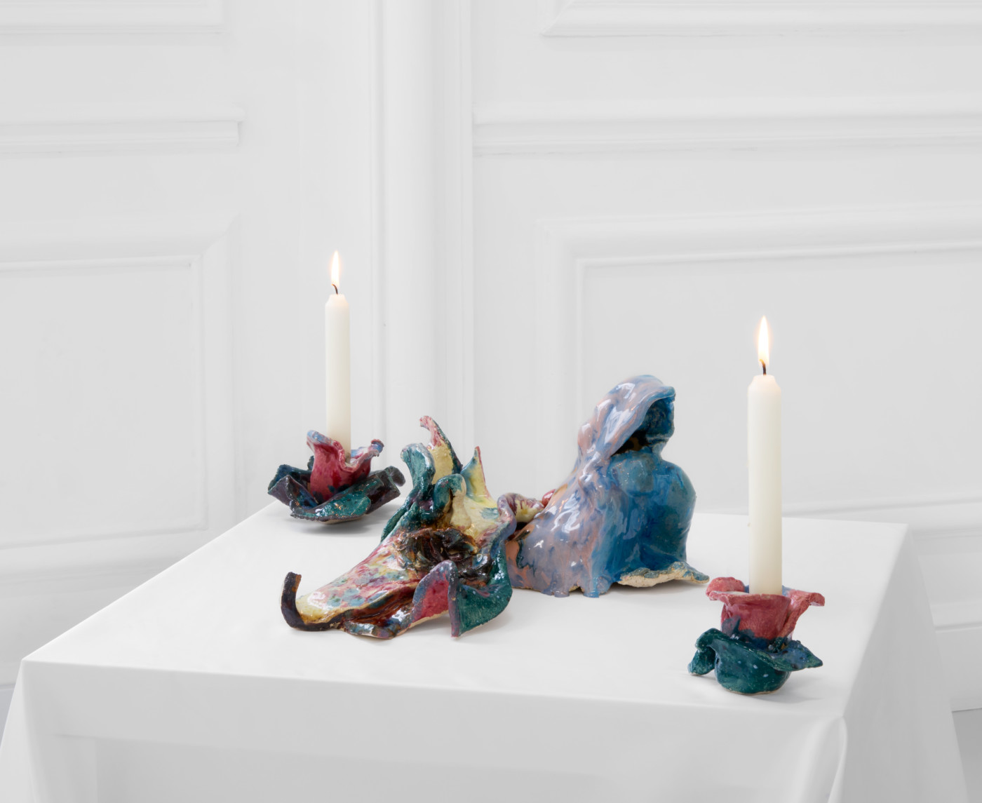 BORDERLINKING Nora Berman  1st Gen Props for Isis Unveiled Ouverture</I> (detail), 2020 Glazed ceramics, contact microphones, wax, silk, lavender Variable dimensions - High Art Gallery Paris